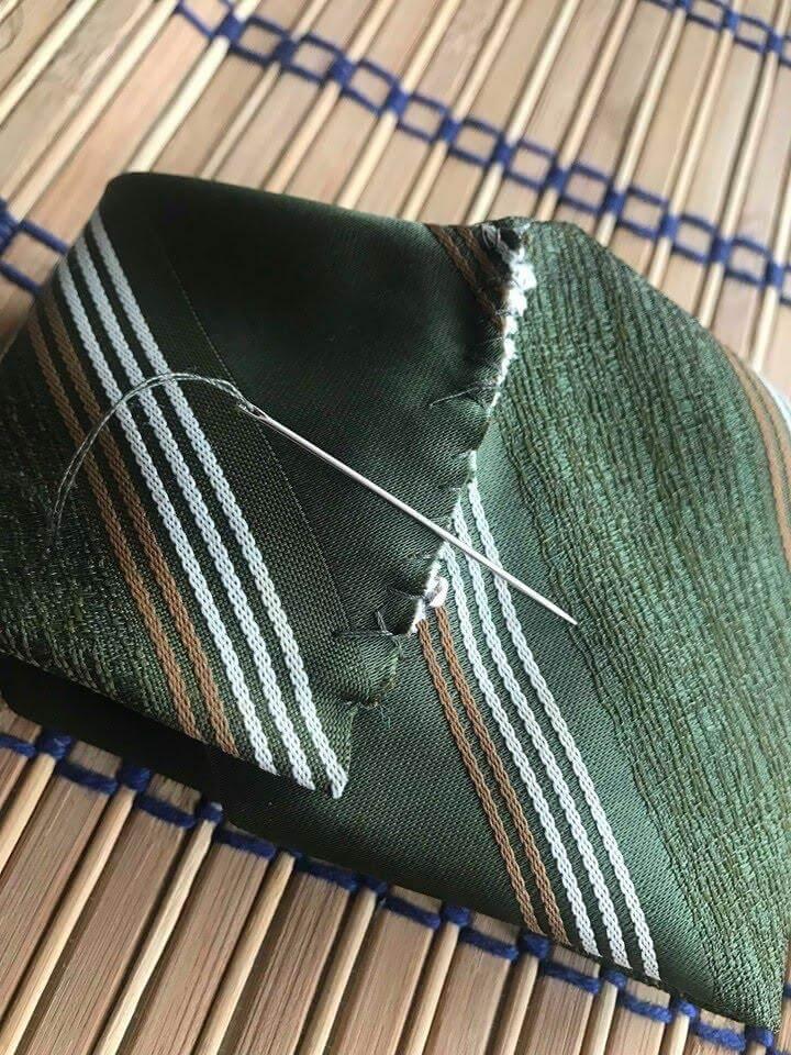 prehnutá kravata