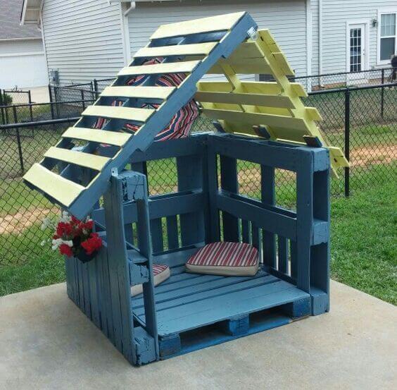 detský domček z paliet