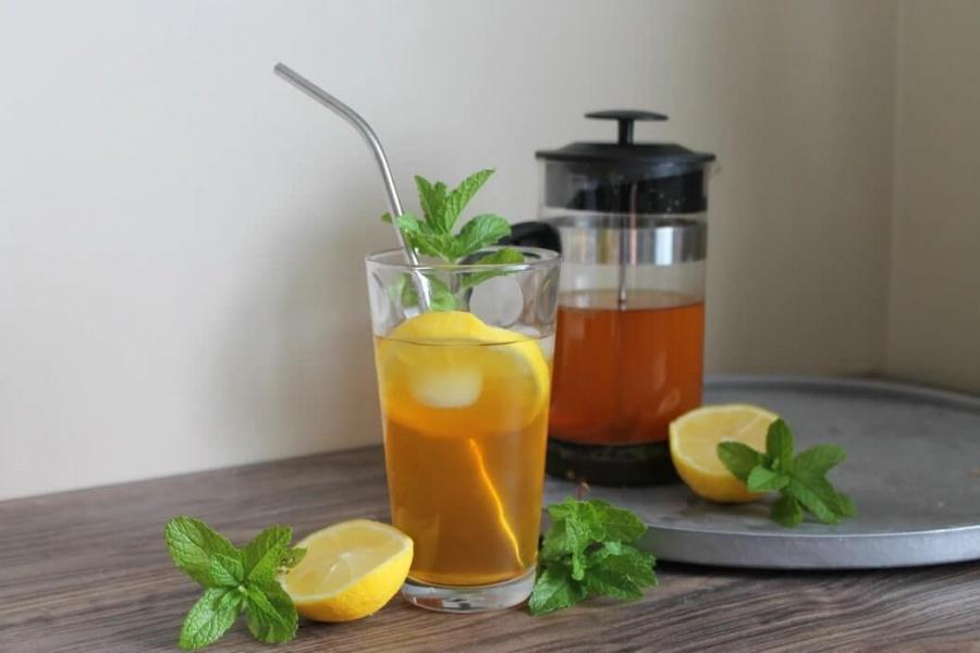ľadový čaj s mätou priepornou a ľadom
